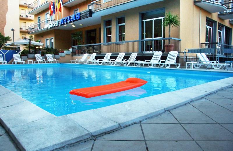 Hotel 3 stelle a rimini con piscina hotel atlas rimini - Hotel con piscina a rimini ...